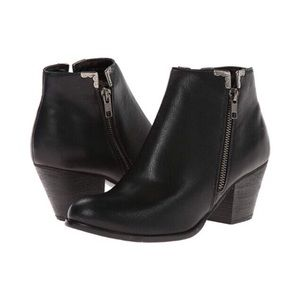 🆕🍃VERY VOLATILE Clover Black Ankle Booties Sz 8